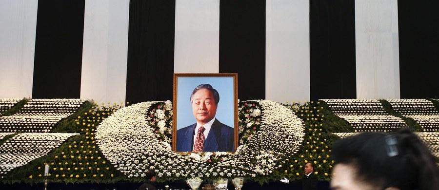 Tysiące Południowych Koreańczyków pożegnało podczas państwowych uroczystości pogrzebowych byłego prezydenta Kim Jong Sama (Kim Young-sam), który zmarł w weekend w wieku 87 lat.