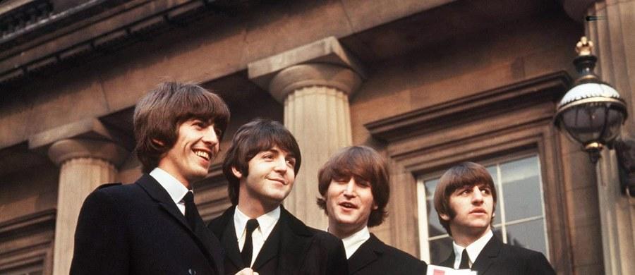 Perkusista Ringo Starr wystawia na aukcji prawie 800 pamiątek po legendarnych Beatlesach. Odbędzie się ona na początku grudnia w Kalifornii.
