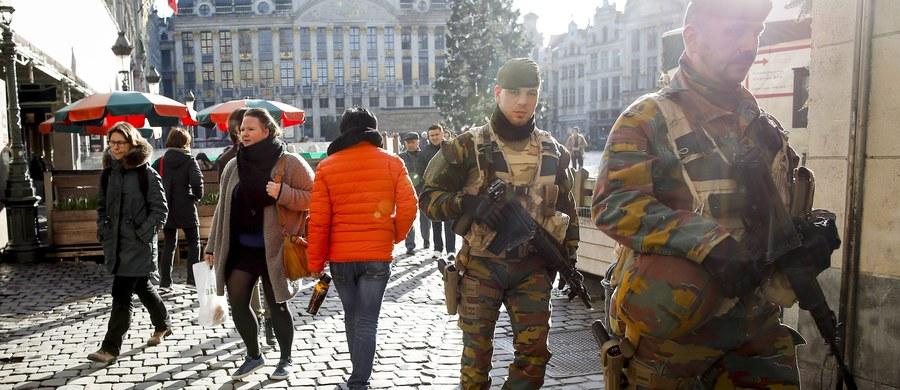 """Belgijskie władze obniżyły stopień zagrożenia terrorystycznego dla Brukseli z najwyższego, czwartego do trzeciego, który określa ryzyko jako """"możliwe i prawdopodobne"""" - ogłosiło centrum kryzysowe belgijskiego rządu."""