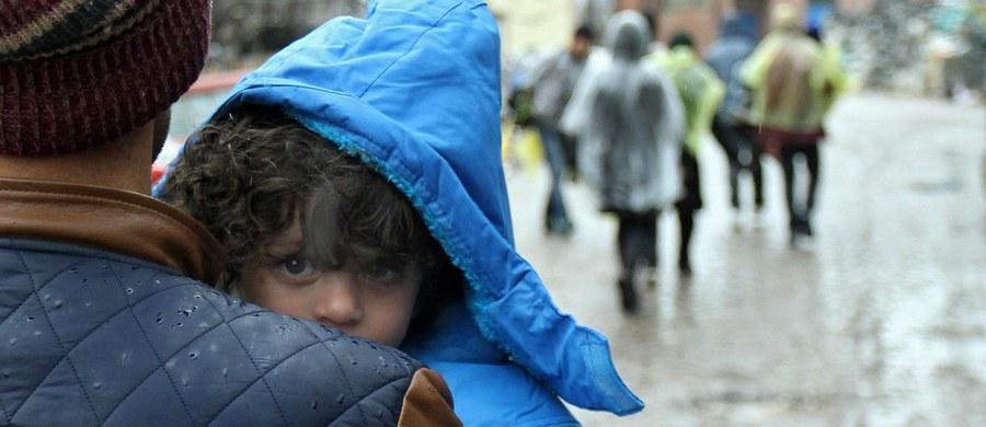 Latami będziemy płacić Turcji, by utrzymywała u siebie uchodźców, a z czasem trzeba będzie przyjąć pewną liczbę migrantów z tureckich obozów. Do tego zobowiąże się Unia Europejska w niedzielę na szczycie z Turcją, która - jak przyznają unijni dyplomacji - ma obecnie silną pozycję negocjacyjną - ustaliła brukselska korespondentka RMF FM Katarzyna Szymańska-Borginon. W zbliżającym się szczycie po raz pierwszy weźmie udział premier Beata Szydło.