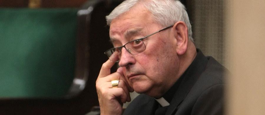 Jako polscy chrześcijanie, a także jako ludzie, powinniśmy być otwarci na uchodźców, ponieważ oni muszą uciekać z własnych krajów z powodu konfliktów zbrojnych, w obawie o własne życie i zdrowie - podkreślił w rozmowie z Polską Agencją Prasową były sekretarz KEP bp Tadeusz Pieronek. duchowny wspomniał też, że Polacy po 1989 roku również szukali lepszej przyszłości za granicą.