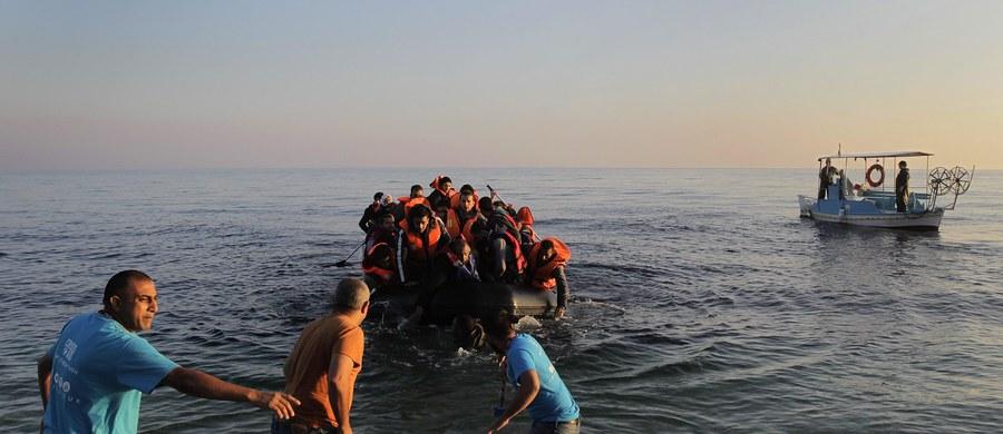 """Unia Europejska zobowiązuje się do """"podziału obciążeń"""" z Turcją w sprawie uchodźców - to zapis z projektu deklaracji ze szczytu w Brukseli, do którego dotarła nasza korespondentka, Katarzyna Szymańska-Borginon. Oznacza to, że w przyszłości Unia przyjmie część syryjskich uchodźców z tureckich obozów, a następnie rozdzieli ich między kraje członkowskie."""