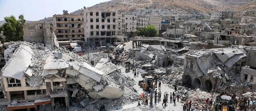 """Rosjanie zbombardowali popularny targ w mieście Ariha w północno-zachodniej Syrii, w pobliżu granicy z Turcją - podaje  """"Al Jazeera"""". Zginęły co najmniej 44 osoby."""