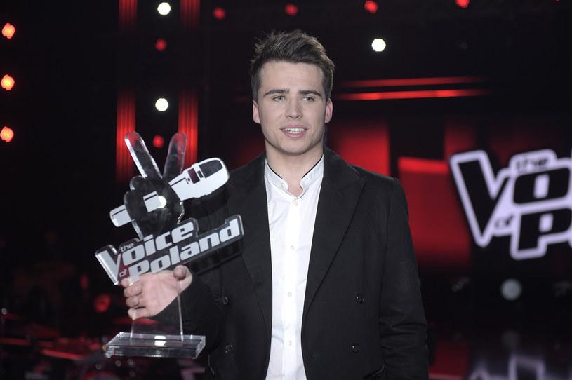 """Zwycięzca programu """"The Voice of Poland"""" znalazł się na ustach wszystkich, jednak jak to często bywa w takich momentach, nie każdy jest zadowolony z ostatecznego werdyktu."""