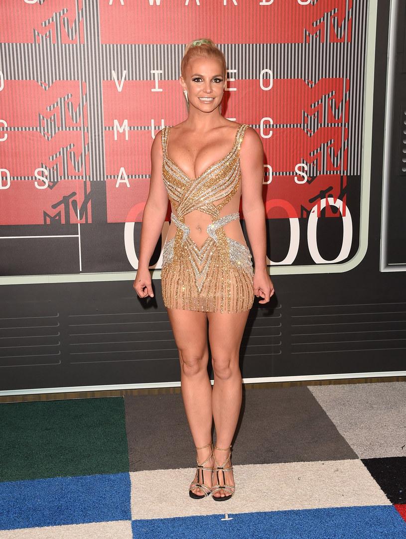 """Szał na punkcie nowego utworu Adele trwa nadal. Tym razem zatańczyć do """"Hello"""" postanowiła Britney Spears."""