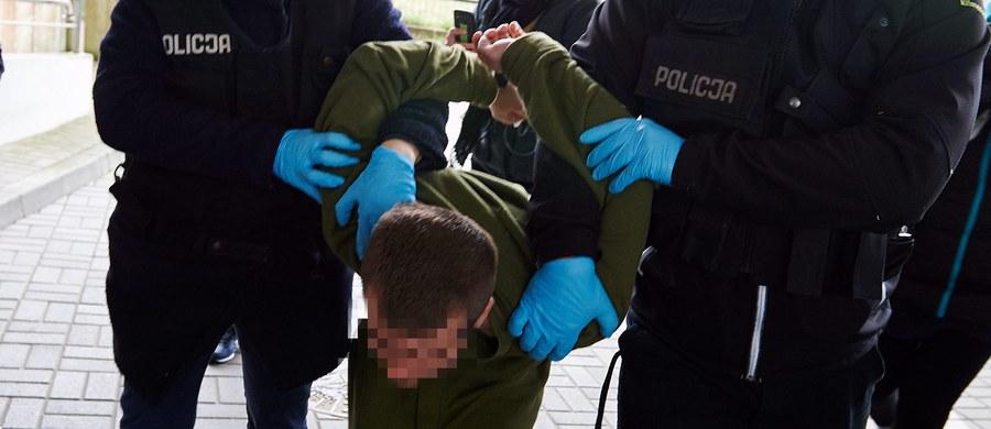 Drugi zespół psychiatrów ocenił, że 31-latek podejrzany o zabicie 5-letniej córki był niepoczytalny i musi być poddany przymusowemu leczeniu. Pierwszy zespół biegłych również orzekł niepoczytalność mężczyzny, ale uznał, że może on leczyć się na wolności. Do zbrodni doszło w połowie kwietnia w Gdańsku-Brzeźnie.