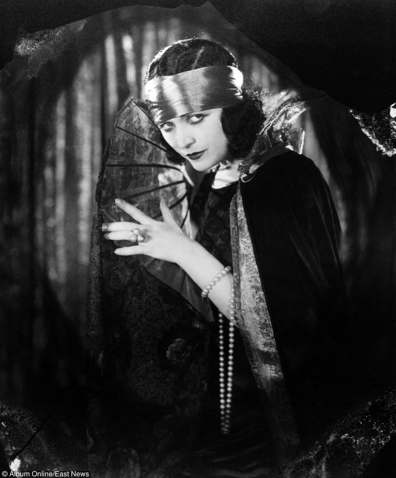 Uwodziła mężczyzn jednym spojrzeniem, zachowując się przy tym jak monarchini. - Praca była moją pierwszą miłością. Dzięki niej wyrwałam się z nędzy i zapewniłam sobie pozycję w świecie sztuki, którą tak pokochałam - mawiała Pola Negri.