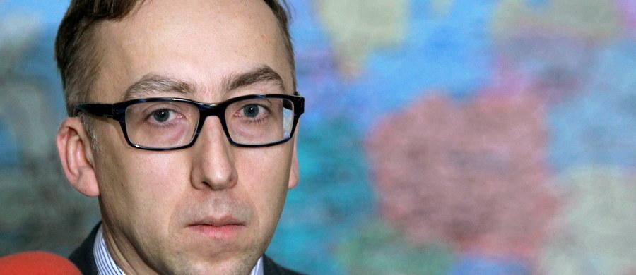 Jakub Karnowski zrezygnował z kierowania Grupą PKP, ze stanowiska zrezygnował również członek zarządu Piotr Ciżkowicz - poinformowało PKP w komunikacie. Nie podano przyczyn tych rezygnacji. Do mediów przesłano jedynie oświadczenie Karnowskiego i Ciżkowicza.