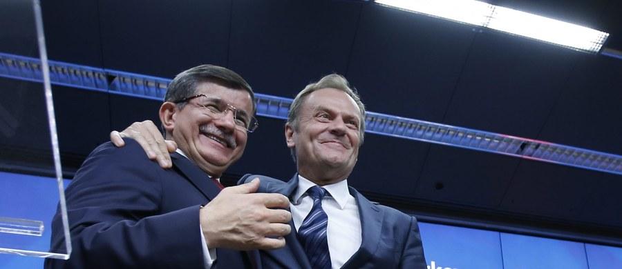 Dokładnie 12 miesięcy temu Donald Tusk objął stanowisko szefa Rady Europejskiej. Jego kadencja kończy się za 1,5 roku. Jego poprzednikowi - Hermanowi van Rompuyowi - przedłużono okres urzędowania. Jednak Tusk - jak  już w październiku pisałam - może stracić stanowisko. Jest jeszcze trochę czasu do podjęcia ostatecznej decyzji. Z przedłużeniem kadencji może być jednak trudno, gdyż oceny Tuska wciąż są nie najlepsze. W Brukseli często słychać głosy, że były polski premier przegrywa w konkurencji z szefem Komisji Europejskiej Jean Claude'em Junckerem.