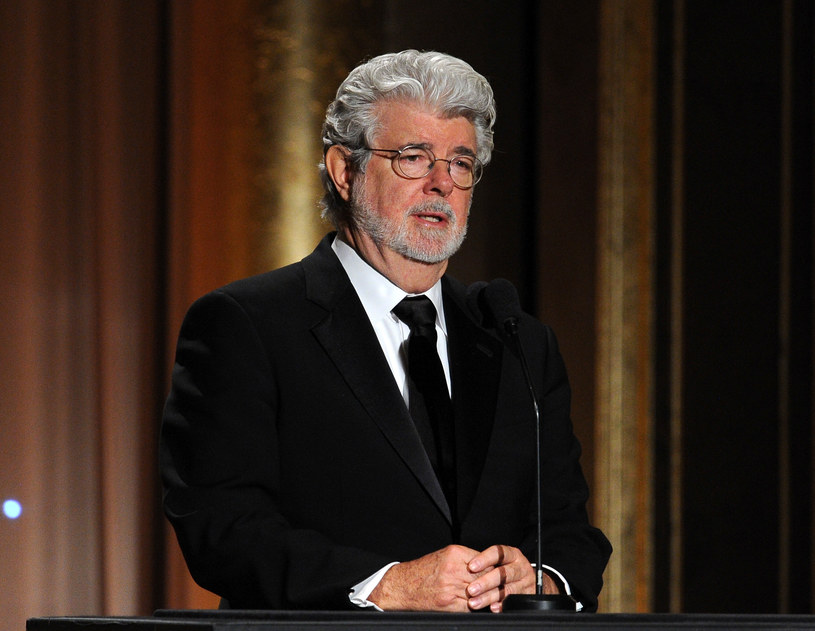 """George Lucas tłumaczył niedawno, dlaczego przed laty zmienił jedną ze scen """"Gwiezdnych wojen"""". Według niego, poprzednia wersja nie była zgodna z mitologią serii."""