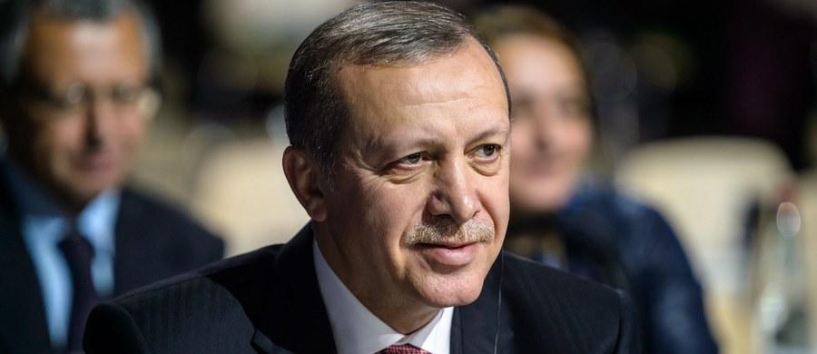 Rosyjskie ministerstwo obrony twierdzi, że prezydent Turcji Recep Tayyip Erdogan i jego rodzina uczestniczą w nielegalnym handlu ropą naftową z dżihadystami z Państwa Islamskiego.