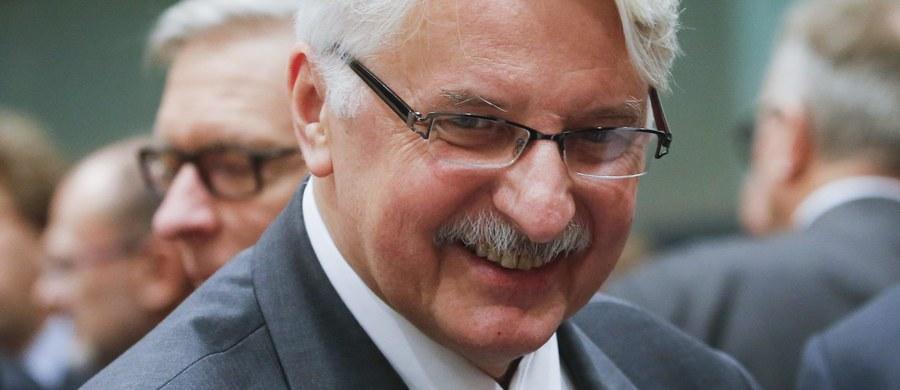 Polskie ministerstwo obrony prowadzi rozmowy o możliwości wsparcia przez Polskę koalicji przeciwko Państwu Islamskiemu  - poinformował minister spraw zagranicznych Witold Waszczykowski. Dodał, że nie oczekuje się od Polski wsparcia wojskowego.