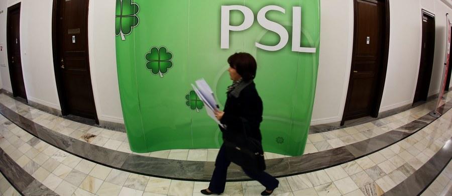 """""""Nie mamy żadnej koalicji w tym momencie. Koalicja z PO skończyła się. . PSL idzie swoją drogą"""" - mówi gość Kontrwywiadu RMF FM szef PSL Władysław Kosiniak-Kamysz, w odpowiedzi na pytania słuchaczy. """"Będziemy współpracować z Platformą w obronie racji stanu, ale jakiś etap współpracy zakończył się"""" - dodaje."""
