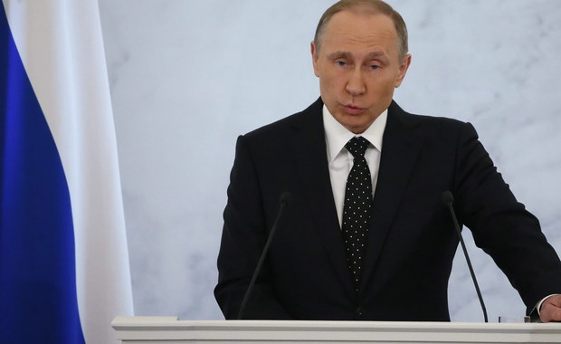 Prezydent Rosji Władimir Putin wykorzystał wygłoszone w czwartek orędzie do Zgromadzenia Federalnego, by po raz kolejny skrytykować Turcję za zestrzelenia rosyjskiego bombowca. Zaznaczył również, że Rosja nie zastosuje w odpowiedzi brutalnej siły, lecz ostrzegł, że jeśli ktoś sądzi, że rosyjska reakcja będzie ograniczona do sankcji handlowych, to głęboko się myli.