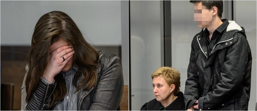 Sąd Okręgowy w Lublinie skazał na karę 25 lat więzienia 18-letniego Kamila N. i 19-letnią Zuzannę M. za zabójstwo rodziców chłopaka w Rakowiskach (Lubelskie). Sąd zastrzegł, że o warunkowe zwolnienie mogą się starać najwcześniej po 20 latach odbywania kary.