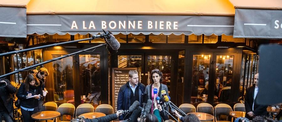 """Trzy tygodnie po krwawych zamachach w Paryżu ponownie otwarto jeden z lokali, w którym doszło do ataków. W restauracji """"A La Bonne Biere"""" zginęło wówczas pięć osób. Dziś, po remoncie, lokal znów otwiera się na gości."""
