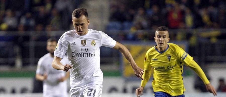 Real Madryt został wyrzucony z rozgrywek o Puchar Króla za wystawienie w środowym meczu 1/16 finału nieuprawnionego do gry zawodnika - poinformowała federacja piłkarska RFEF.