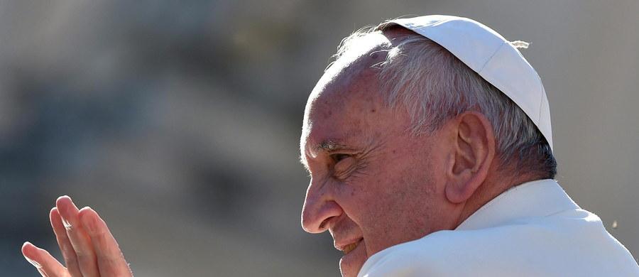 """Prezydent Białorusi Alaksandr Łukaszenka oświadczył, że liczy na spotkanie z papieżem Franciszkiem. Oznajmił też, że nadal zamierza prowadzić politykę zacieśniania kontaktów z Watykanem. """"Cieszę się, że katolicy mają dziś takiego przywódcę"""" – podkreślił."""