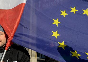 """Manifestacja """"w obronie demokracji"""". W Poznaniu zgromadziło się 300 osób"""