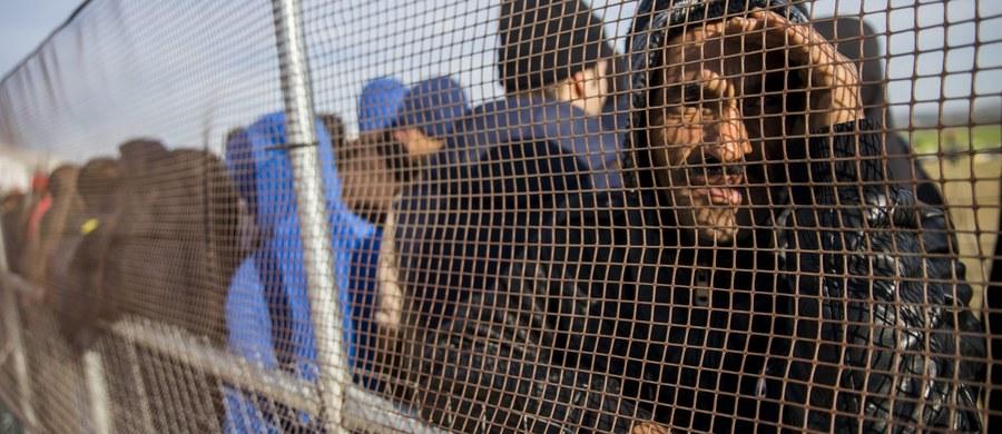 """Komisja Europejska chce ulżyć Szwecji i proponuje zabranie 23 tys. osób przybyłych tam z Syrii, Iraku i Erytrei - dowiedziała się """"Rzeczpospolita"""". Kraj ten nie radzi sobie z obecną falą przybyszy. Z informacji gazety wynika, że część z nich miałaby trafić do Polski."""