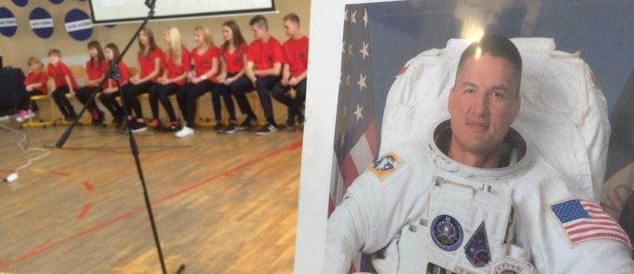 Uczniowie z warmińsko-mazurskiego Świętajna jako pierwsi w regionie połączyli się z Międzynarodową Stacją Kosmiczną i porozmawiali z astronautą Kjellem Lindgrenem.