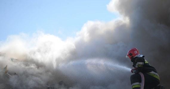 Aż trzy osoby zginęły w pożarze domu jednorodzinnego w Prusach w powiecie krakowskim: kobieta, mężczyzna i dziecko. Pożar wybuchł kilkanaście minut po godzinie 5:00 nad ranem.