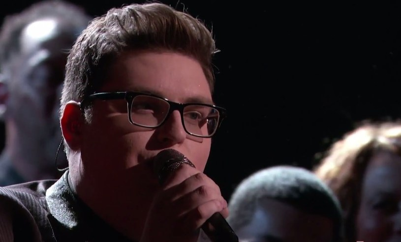 """Jordan Smith to uczestnik amerykańskiego """"The Voice"""". 21-letni wokalista zachwycił trenerów już podczas przesłuchań w ciemno. Jego wersja """"Somebody to Love"""" Queen znalazła się na pierwszym miejscu zestawienia iTunes."""