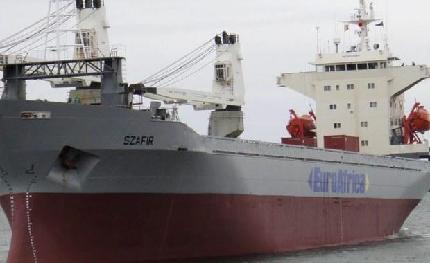 """Pięciu porwanych polskich marynarzy ze statku """"Szafir"""" jest już do kraju. Marynarze są cali, zdrowi i bezpieczni. Przebywają wśród swoich rodzin - poinformowało kierownictwo armatora jednostki Euroafrica."""