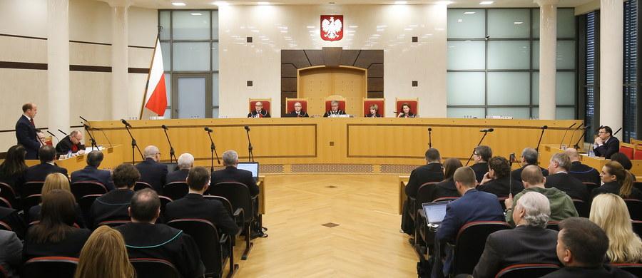 W najbliższym czasie będziemy mieli do czynienia z patem i wzajemnymi oskarżeniami o to, kto spowodował kryzys konstytucyjny - uważa prof. Antoni Kamiński, politolog z Polskiej Akademii Nauk. W jego opinii nastąpi także marginalizacja Trybunału Konstytucyjnego. TK orzekł, że część zapisów nowelizacji ustawy o Trybunale autorstwa PiS.