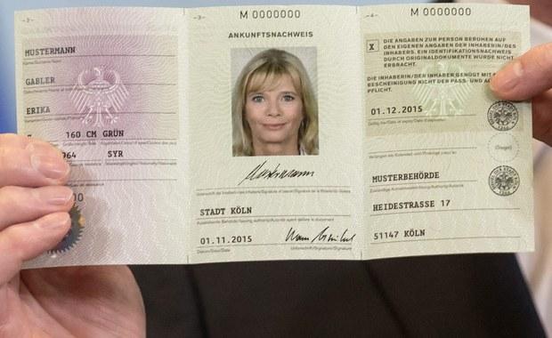 Rząd Niemiec przyjął projekt ustawy o jednolitym dowodzie osobistym dla uchodźców. Nowy dokument będzie wydawany od lutego i ma usprawnić zarówno rejestrację imigrantów, jak i wymianę informacji pomiędzy urzędami. Zgodę musi wyrazić parlament.