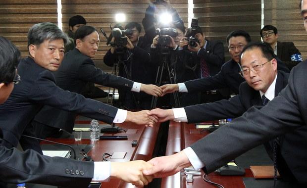 Ruszyły rozmowy z udziałem przedstawicieli władz obu Korei. Jest to pierwsze spotkanie na tak wysokim szczeblu od 2008 roku. Decyzję o jego przeprowadzeniu podjęto w sierpniu tego roku.