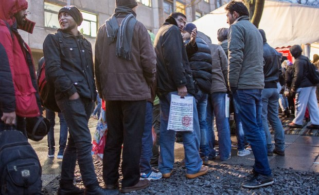 Grupa ok. 30 osób zaatakowała wczoraj wieczorem autobus z uchodźcami, który podjechał do ośrodka dla ubiegających się o azyl w miejscowości Jahnsdorf w Saksonii, na wschodzie Niemiec. O zajściu poinformowała policja.