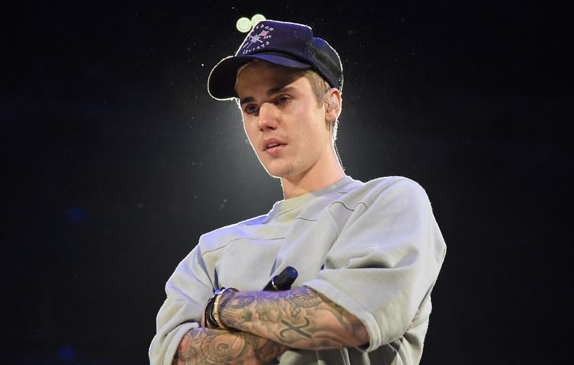 """Podczas koncertu w Toronto Justin Bieber włączył do repertuaru swoją świąteczną piosenkę """"Christmas Eve"""". W trakcie śpiewania okazało się, że gwiazdor nie pamięta tekstu."""