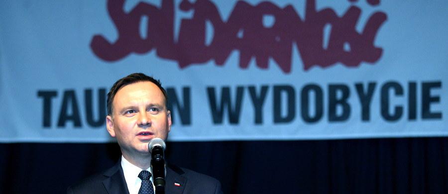 """""""My musimy utrzymać i wzmacniać naszą suwerenność energetyczną"""" – stwierdził prezydent Andrzej Duda podczas Święta Górnika w Jaworznie. """"To trud polskich górników, wydobycie węgla kamiennego i brunatnego jest dzisiaj gwarancją, w dużym stopniu, polskiej suwerenności energetycznej"""" – tłumaczył."""