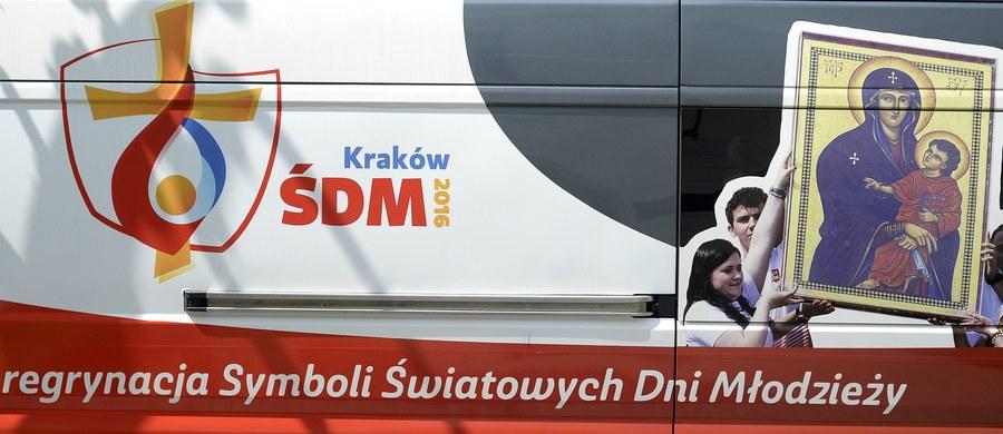 """Priorytetowym zadaniem rządu jest przygotowanie specustawy, która ułatwiałaby procedury związane z organizacją Światowych Dni Młodzieży w Krakowie w 2016 r. – poinformował pełnomocnik rządu ds. ŚDM Paweł Majewski. """"Premier chciałaby, by Światowe Dni Młodzieży zaplanowane na lipiec 2016 r. w Krakowie były imprezą na najwyższym poziomie organizacyjnym, godnie prezentującym Polskę; by promowały nasz kraj za granicą. Dlatego te wszystkie zaległości, również finansowe, będziemy nadrabiać, ale musimy mieć na to trochę czasu"""" – podkreślił Majewski."""