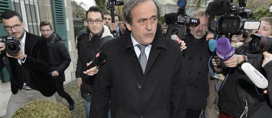"""Michel Platini będzie z pewnością zawieszony na wiele lat - oświadczył rzecznik prasowy Komisji Etycznej FIFA Andreas Bantel. Jego wypowiedź ukazała się w piątek wieczorem na stronie internetowej dziennika """"L'Equipe"""". """"Co do Blattera, nie ma dla niego różnicy między zawieszeniem na wiele lat a dożywotnią dyskwalifikacją"""" - dodał Bantel."""