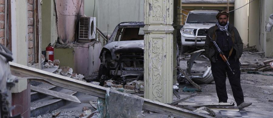 Afgańskie siły bezpieczeństwa zabiły wszystkich uczestników ataku na pensjonat położony w pobliżu ambasady Hiszpanii w pilnie strzeżonej dzielnicy Kabulu, w której znajdują się ambasady i budynki rządowe - poinformował rzecznik MSW Afganistanu. W ataku zginęło czterech afgańskich policjantów i dwóch hiszpańskich funkcjonariuszy ochrony.