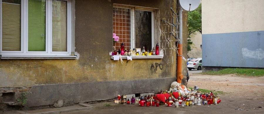 Prokuratura chce badań psychiatrycznych dla kobiety podejrzanej o potrójne zabójstwo na ulicy Stalowej w Warszawie - dowiedział się reporter RMF FM. Kilka tygodni temu Magdalena M. zamordowała - według śledczych - kobietę, a następnie dla zatarcia śladów podpaliła mieszkanie. Czadem śmiertelnie zatruło się dwoje dzieci ofiary.