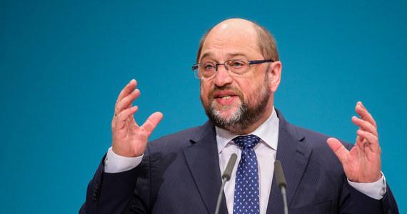 """Z radością odkryłem, że do obrońców demokracji dołączył dzisiaj bibliotekarz z zawodu i biurokrata unijny Matrin Schulz. Ten przewodniczący Parlamentu Europejskiego zapowiedział dyskusję nad wydarzeniami w Polsce, które mają charakter """"zamachu stanu""""."""