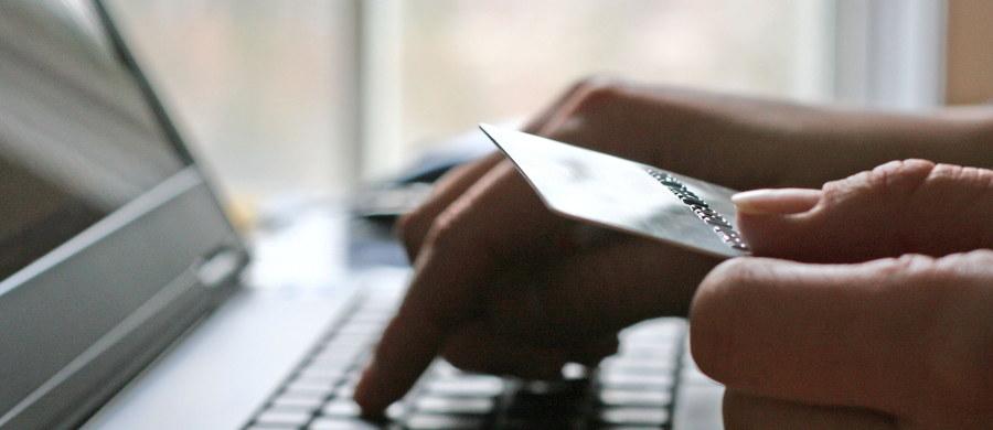 Bardzo trudno nie zostawić po sobie śladu w internecie, ale karty kredytowe, odczyty z telefonów komórkowych i kamery przemysłowe są dużo większym źródłem danych o użytkownikach - mówi PAP wykładowca w Harvard Business School Lutz Finger. Jak zaznaczył ekspert, dane były zawsze ważne dla firm, ale w ostatnich latach znacznie zwiększyła się ich dostępność.