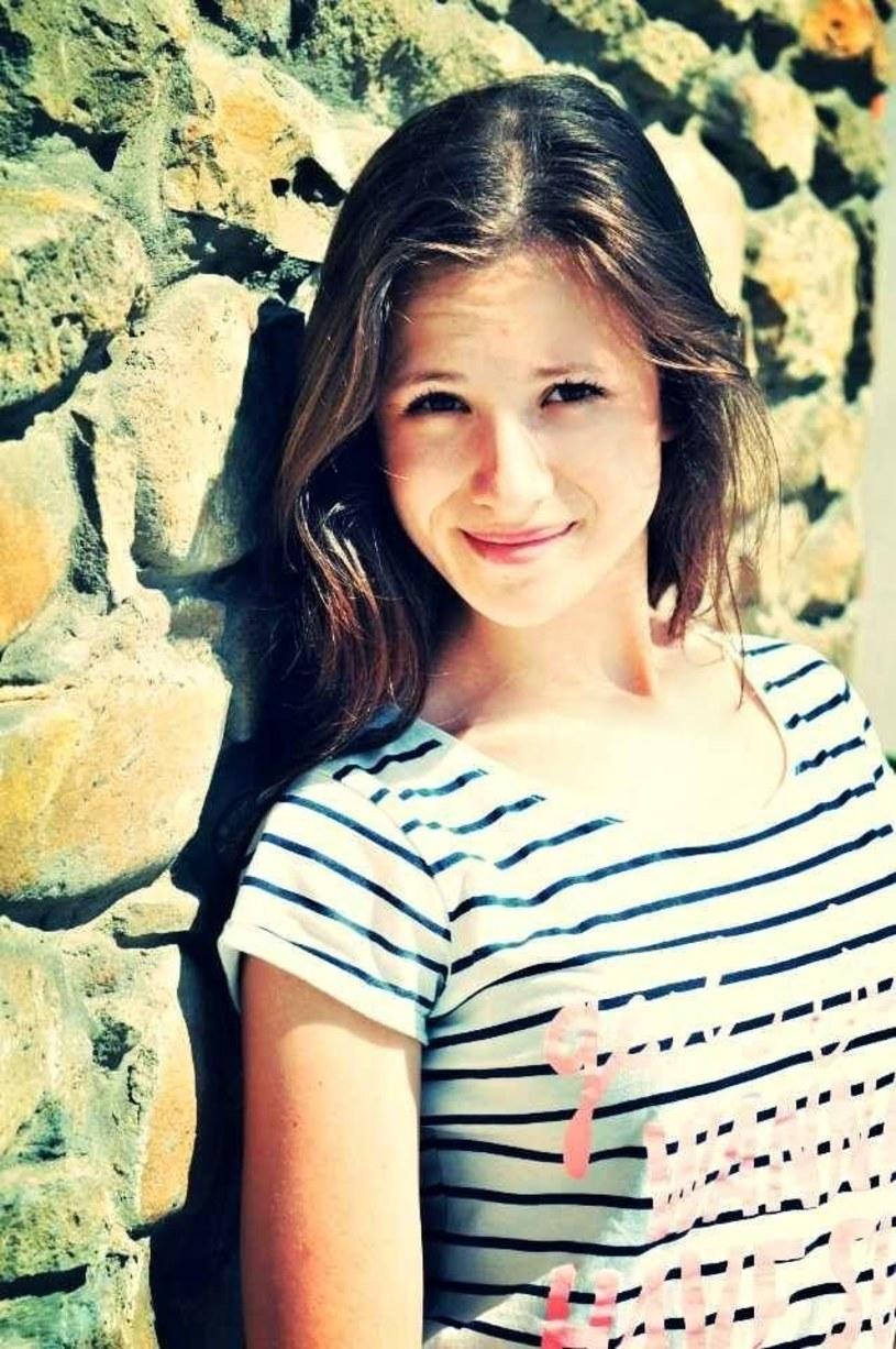"""Piosenka """"Jesteś"""" Malwiny Bihun to efekt współpracy z Anią Rusowicz, która postanowiła sprezentować młodej uczestniczce programu """"Aplauz, aplauz!"""" swój napisany wcześniej utwór. Do piosenki powstał również teledysk."""