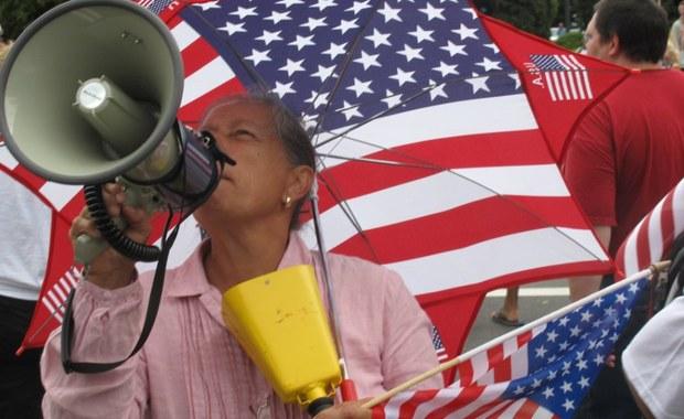 Amerykański stan Michigan rozpoczął procedurę unieważnienia archaicznych przepisów kodeksu karnego. Tym, którzy używają niecenzuralnego słownictwa w obecności dzieci i kobiet albo fałszują śpiewając hymn USA, nie będzie już grozić kara więzienia.