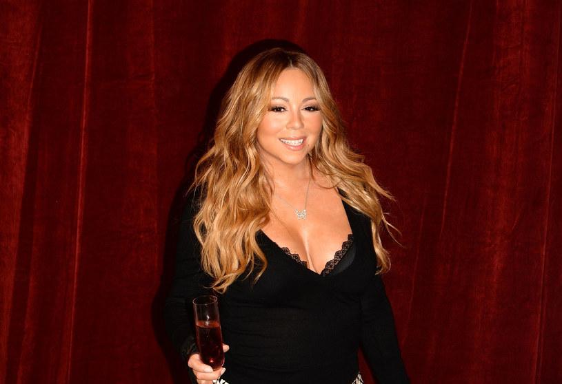 """Po 20 latach piosenka Mariah Carey """"All I Want for Christmas Is You"""" została zdetronizowana. Utwór, który do tej pory był najczęściej i najchętniej graną świąteczną piosenką, musiał ustąpić miejsca melodii The Shins """"Wonderful Christmastime""""."""