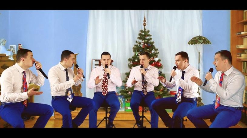 """CeZik tym razem, z okazji zbliżających się świąt, przygotował swoja wersję kolędy """"Gdy śliczna panna""""."""