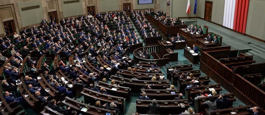 Projekt ustawy o podatku bankowym, którym dziś zajmie się Sejm, będzie testem na wiarygodność opozycji: czy chce pracować, czy tylko się awanturować - uważa premier Beata Szydło. W jej ocenie to będzie okazja do tego, by zażegnać spór polityczny.