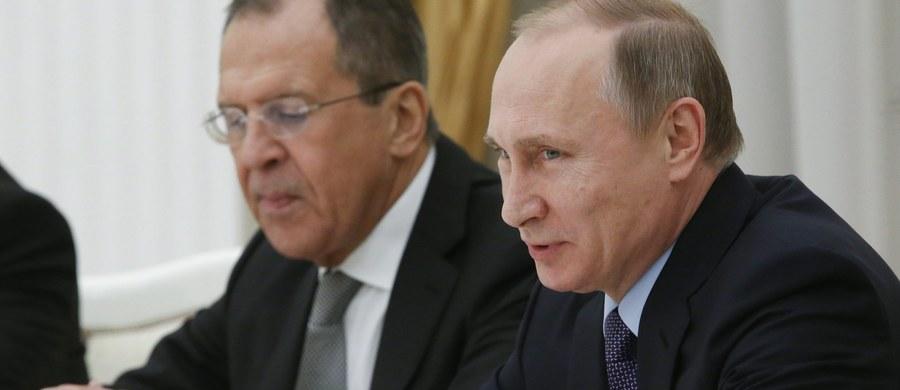 """Władimir Putin podpisał dekret o wstrzymaniu od nowego roku umowy o strefie wolnego handlu z Ukrainą. W dokumencie wskazuje się na """"nadzwyczajne okoliczności rzutujące na interesy i bezpieczeństwo ekonomiczne Federacji Rosyjskiej""""."""