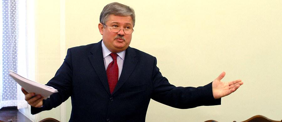 Były minister zdrowia w rządzie SLD Mariusz Łapiński usłyszał zarzut korupcji. We wtorek w tej sprawie agenci CBA zatrzymali w sumie trzy osoby. Chodzi o korupcję przy rozdzielaniu pieniędzy publicznych.