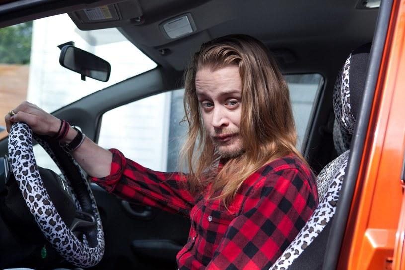 """""""DRYVRS"""" - taką oryginalna nazwę nosi nowa seria komediowych filmów na Youtube. W pierwszym odcinku w roli psychopatycznego kierowcy Ubera wystąpił Macaulay Culkin, aktor znany z tytułowej roli w filmie """"Kevin sam w domu""""."""