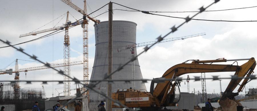 Nie ma żadnego zagrożenia - zapewniają Rosjanie po wyłączeniu wczoraj jednego z bloków w elektrowni atomowej w Sosnowym Borze pod Sankt Petersburgiem. Nie zanotowano podwyższonego promieniowania nawet na terenie samej elektrowni – twierdzą rosyjskie władze.