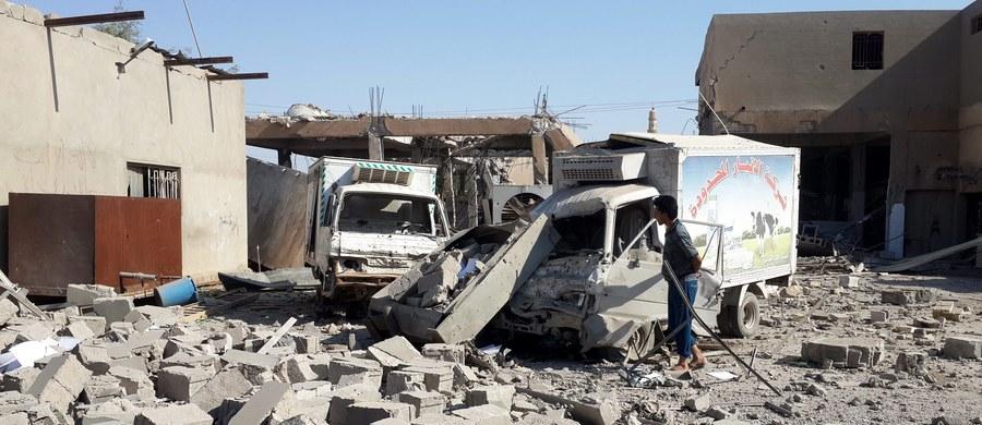 Dziewięciu irackich żołnierzy zginęło pod Falludżą, gdy samoloty dowodzonej przez USA międzynarodowej koalicji pomyłkowo ostrzelały ich zamiast dżihadystów z Państwa Islamskiego - poinformował iracki minister obrony Chalid al-Obeidi. Dodał, że zlecił już wszczęcie śledztwa w sprawie tragicznego incydentu.